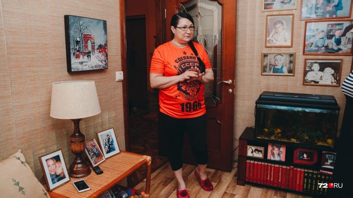 «Родное учреждение выбрасывает на улицу». Тюменскую учительницу на пенсии выселяют из квартиры