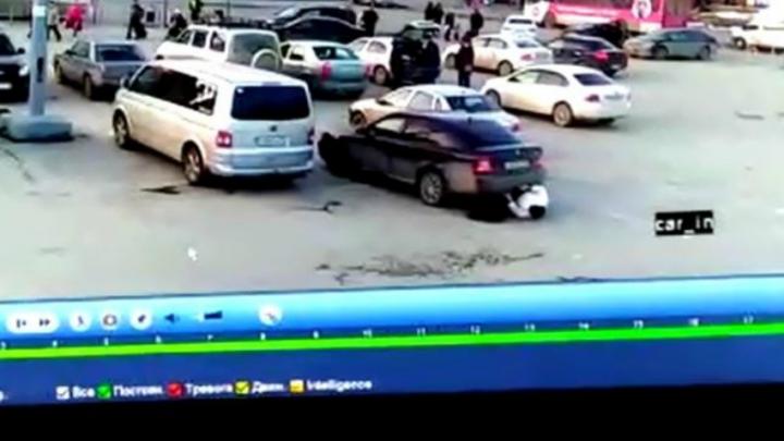 Дорожное видео недели: драка водителей маршруток, наезд на бабушку и эффектный прыжок на багги