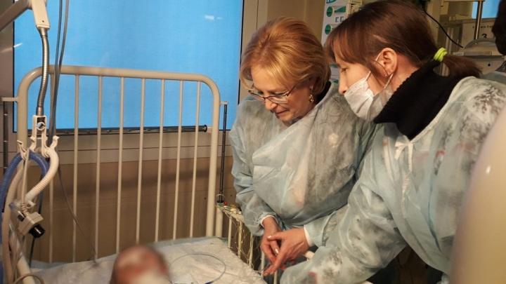 Малыш, спасённый из-под завалов разрушенного дома в Магнитогорске, пришёл в сознание