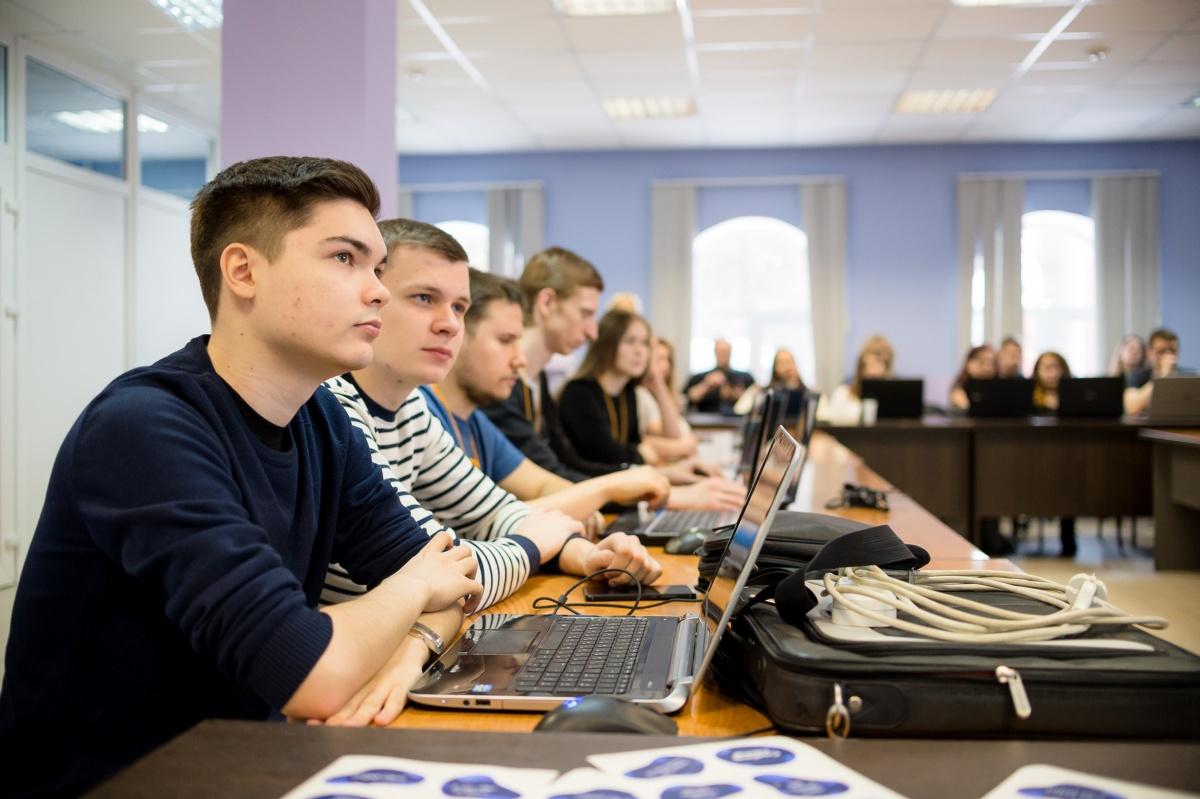 В 2019–2020 году Высшая школа экономики и управления предоставляет около 70 бюджетных мест по программам бакалавриата и магистратуры