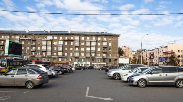 На стоянке у вокзала Новосибирск-Главный ввели посуточный тариф