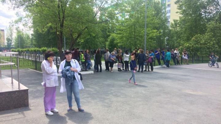 На Лесобазе из-за пожара в школе эвакуировали 244 человека