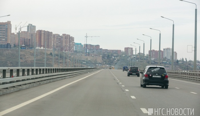 Сегодня перекрывают заезд на 4 мост с Дубровинского