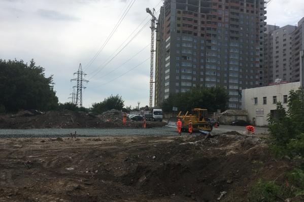 Обновленная проезжая часть на Аксаковской должна обеспечить подъезд к зданию Шестого кассационного суда