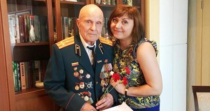Сотрудники торгового комплекса поздравиливетеранов Великой Отечественной войны с 9 Мая