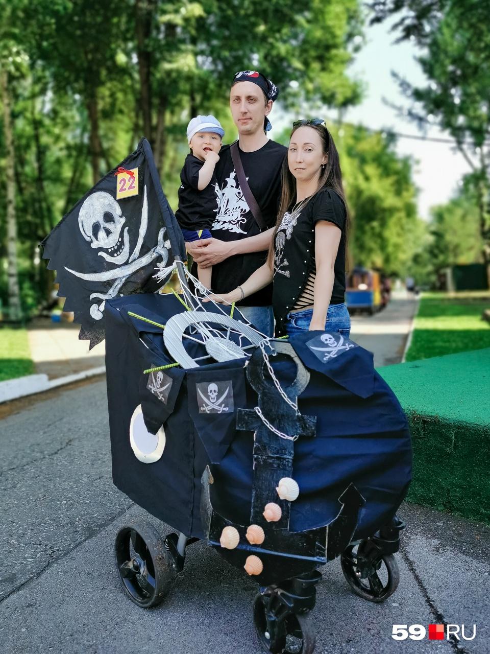 Семья пиратов и их корабль