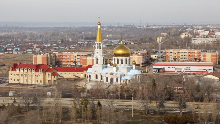 «Списки директору отправлю»: в школе Волжского отменили молебен после возмущения родителей
