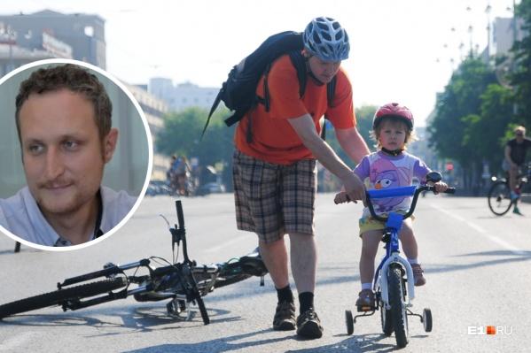 Если велосипедист едет по проезжей части, он должен быть в шлеме