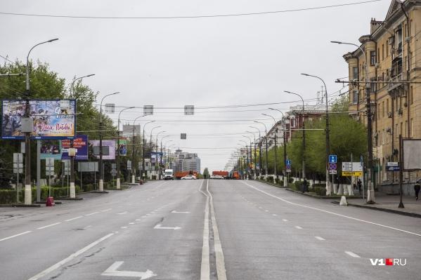 Проспект Ленина окончательно опустел в 8:00