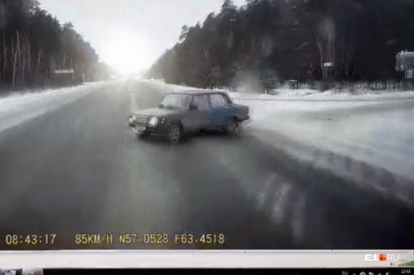 Водитель фуры успел лишь на семь километров в час снизить скорость
