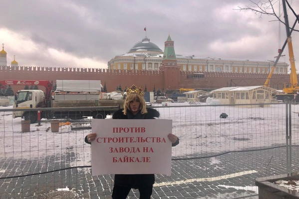 На судебное заседание стилист пришел так же, как с плакатом к стенам Кремля, — в короне