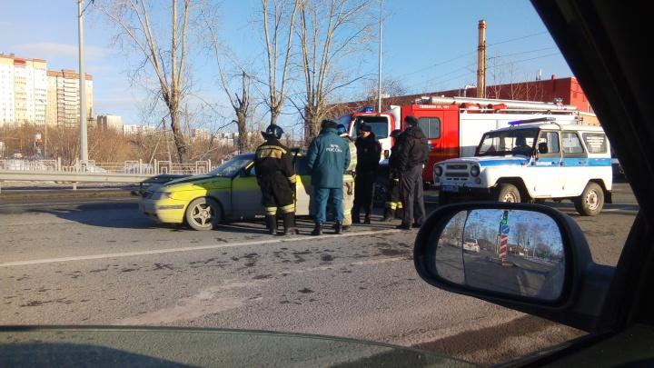 Тюменца, которому стало плохо в машине на Щербакова, забрали в больницу врачи скорой помощи