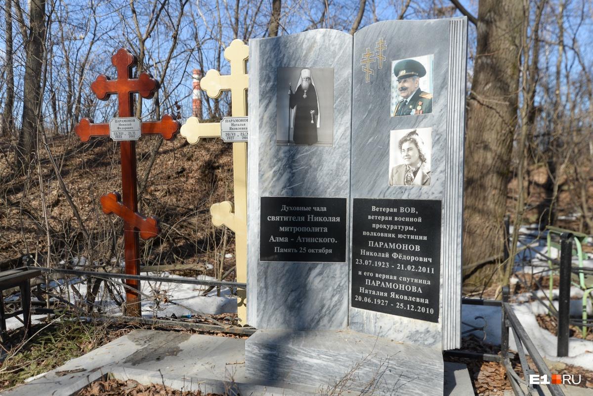 На этом кладбище лежит немало военных
