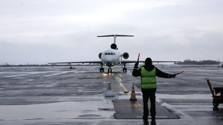 Самолет с поврежденным хвостом, летевший из Уфы в Нижневартовск,сел в аэропорту Екатеринбурга