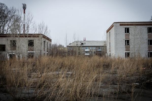 Территорию бывшего дисциплинарного батальона выставили на торги ещё осенью, но покупателя так и не нашли