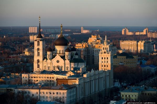 Летом и в начале осениS7 Airlines планирует летать в Воронеж два раза в неделю, потом частота рейсов сократится. На фото —Благовещенский кафедральный собор в Воронеже