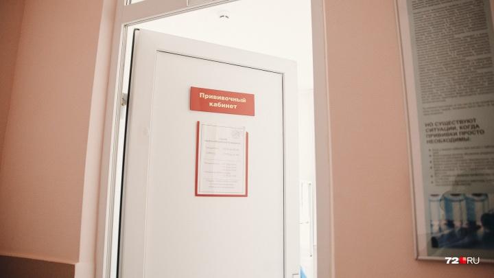 Тюменке, отказавшейся прививать ребенка, врач пригрозил органами опеки. Законно ли это?