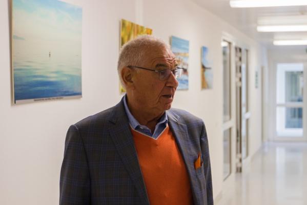 Профессор Зельман приезжает в Россию три–четыре раза в год — он также почётный член Российской академии медицинских наук, почётный профессор Военно-медицинской академии в Санкт-Петербурге