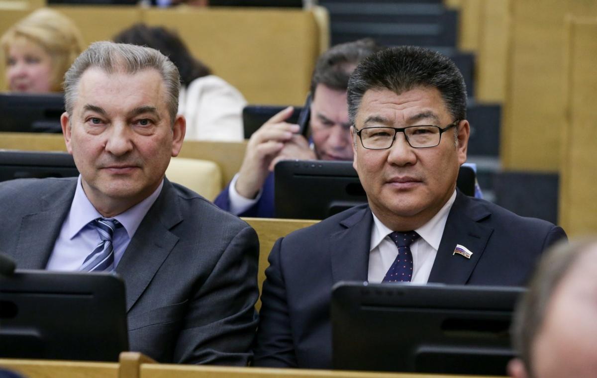 Батор Адучиев (справа). «Единая Россия»