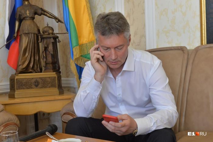 После ухода с поста мэра Евгений Ройзман обещает отвечать горожанам в соцсетях