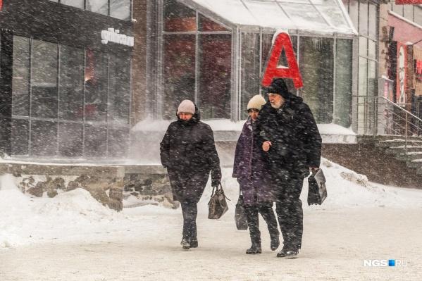 Из-за снегопада снизилась видимость на дороге