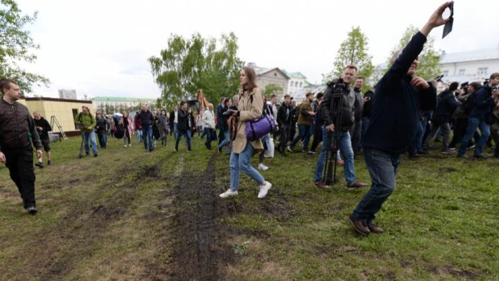 Впервые за неделю попали за забор: коротко — о шестом дне протестов в Екатеринбурге