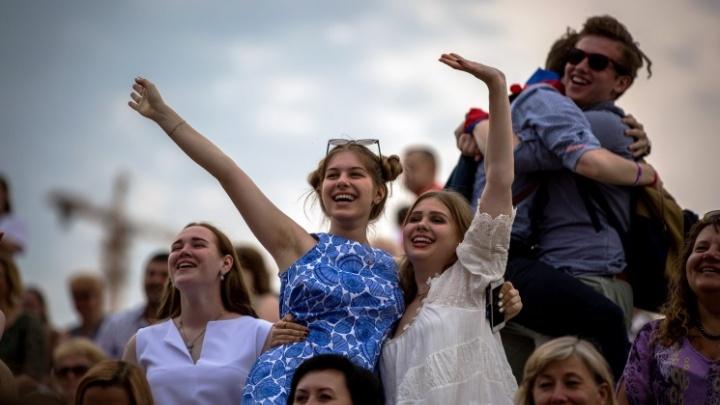Малышки на миллион: рассматриваем платья из бутиков к выпускному (попытайтесь угадать цену)