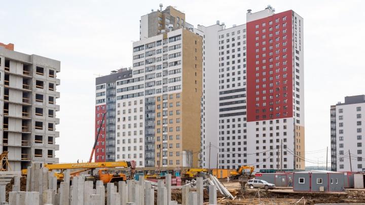 Строительный челлендж: в Екатеринбурге начали исчезать башенные краны
