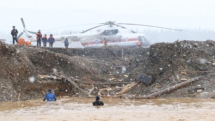 Поиски в районе прорыва дамбы остановили из-за морозов: трое до сих пор числятся пропавшими