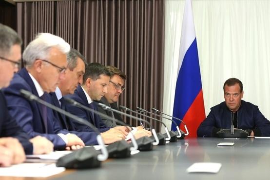 Дмитрий Медведев призвал губернаторов заняться пожарами