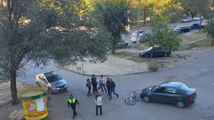 «Он выскочил на проезжую часть»: в Волгограде сбили немолодого велосипедиста