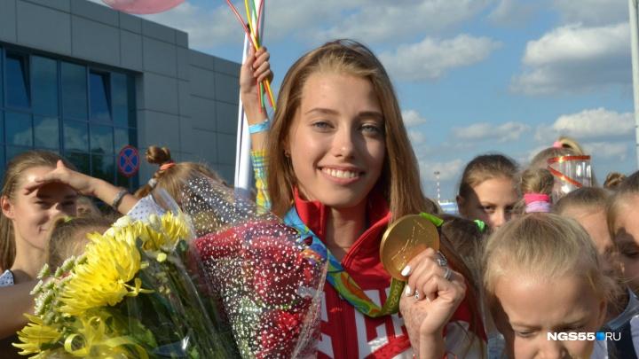 Омская гимнастка Вера Бирюкова прочитала стихотворение Киплинга пассажирам метро