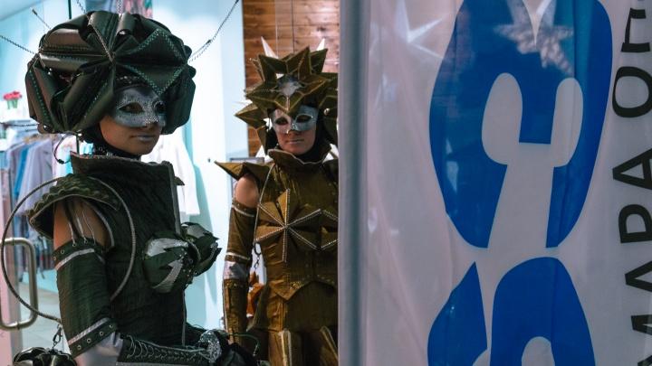 Живые скульптуры и бродячие куклы: в Самаре гости фестиваля «Пластилиновый дождь» стали актерами