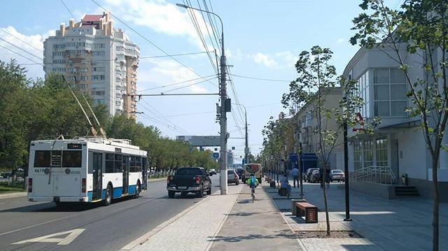 Волгоградские водители оккупировали новую велодорогу в центре города