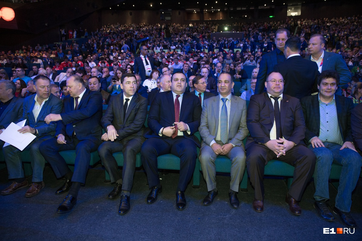 На церемонию открытия приехали губернатор Евгений Куйвашев, мэр Екатеринбурга Александр Высокинский и владелец «Сима-Ленда» Андрей Симановский