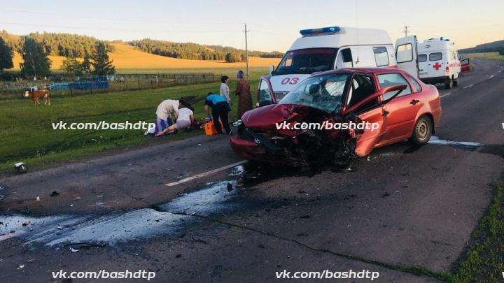 Авария на трассе в Башкирии: лоб в лоб столкнулись две легковушки, есть пострадавшие