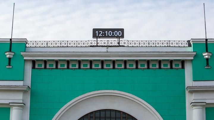 На железнодорожном вокзале поменяли главные часы