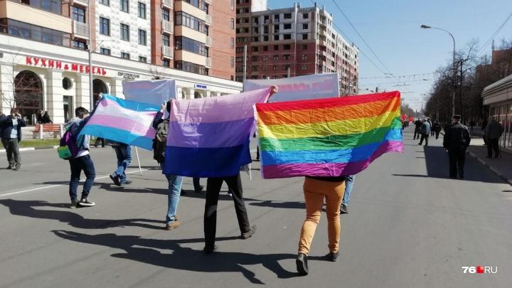 «А давайте им флаг сожжём»: как в Ярославле прошла акция ЛГБТ-активистов