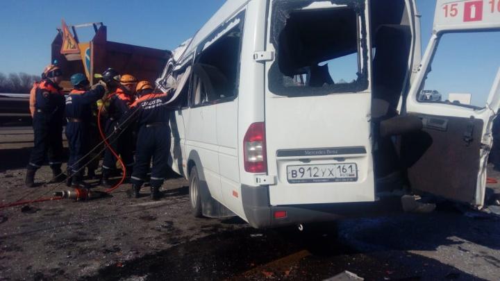 В ДТП под Шахтами погибли шесть человек: рассказываем подробности в режиме онлайн