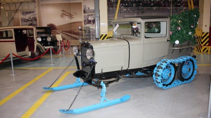 В Музей автомобильной техники УГМК привезли Ford на гусеницах, который может ездить по Антарктиде