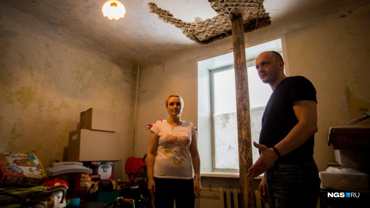 В разрушающемся доме. Как изменилась жизнь семьи с ребенком-инвалидом после вмешательства властей