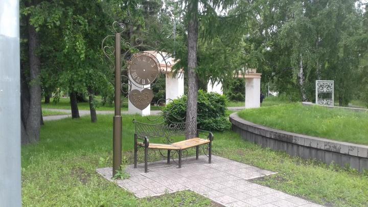В выставочном сквере Омска исчезли металлические арт-объекты: в полицию подали заявление о краже