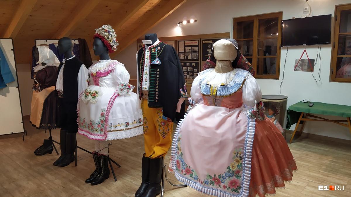 Традиционные костюмы жителей Моравии, повседневно в них не ходят, но во время праздников многие одеваются именно так