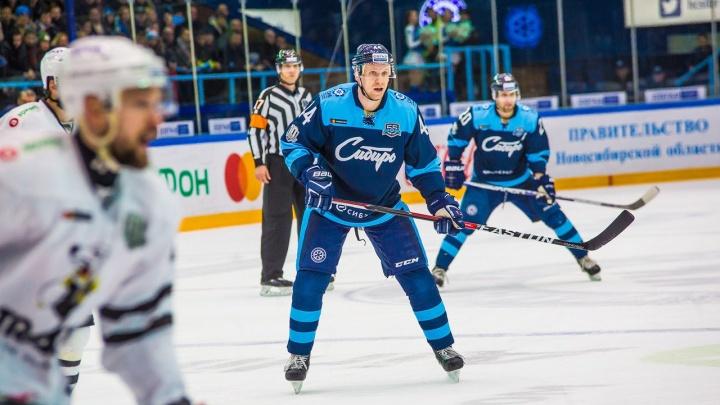 Хоккей: Александр Макаров остается в «Сибири» еще на один сезон