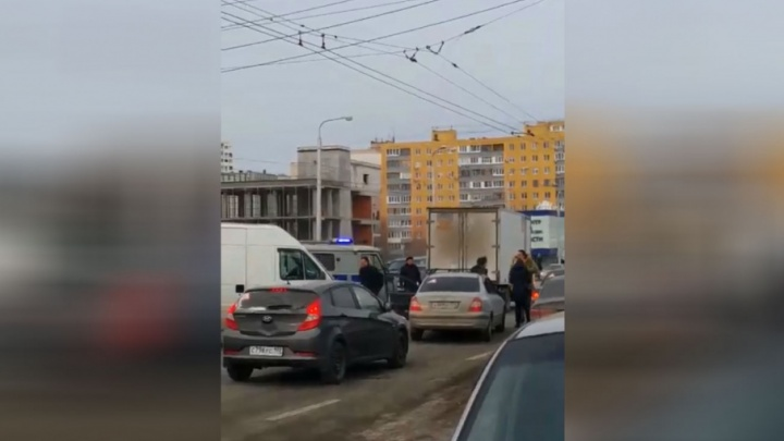 Дорожные войны: два водителя подрались на улице в Уфе