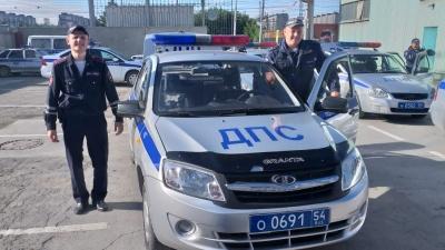 Автоинспекторы помогли беременной женщине добраться в роддом из центра на Первомайку