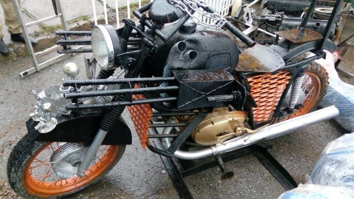 На набережной Обипоставят мотоцикл с пулемётами, как в «Безумном Максе»