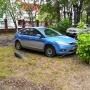 «Я паркуюсь, как...»: автохамы в кустах на улице Республики и стихийная стоянка на Урицкого