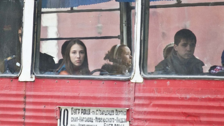 Трамваи перестали ходить по улице Мира из-за аварии на путях