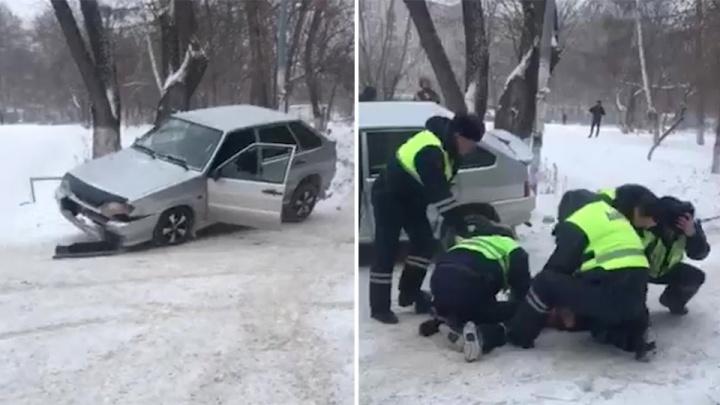 «Разбил машину, чуть не сбил пешехода»: полицейские скрутили челябинца за рулём угнанного автомобиля